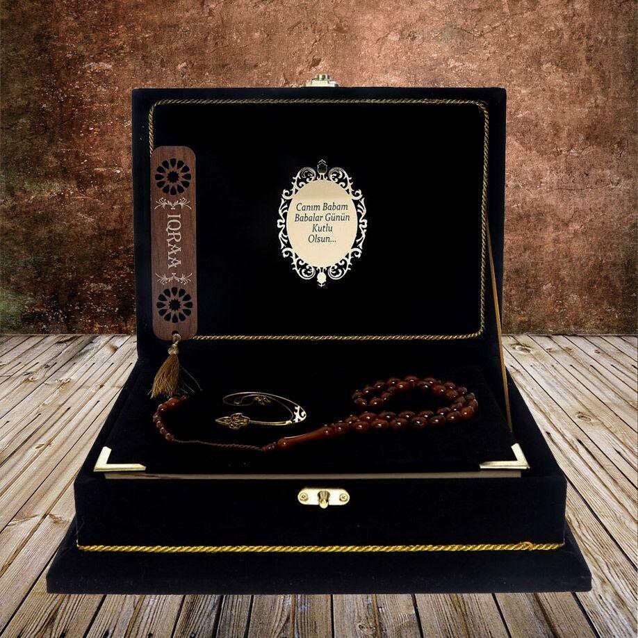 <span>Kadife Kaplı Kutulu Kuranı Kerim, Kitap Ayracı, Hediyelik Tesbih 33' lü Set & Kargo Bedava</span>