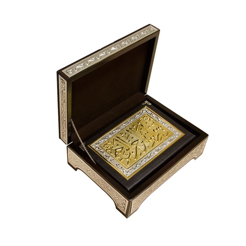 <span>Lüks Hediye Sandıklı ve Rahleli Gümüş-Altın Kaplama Kuranı Kerim (Hafız Boy)</span>