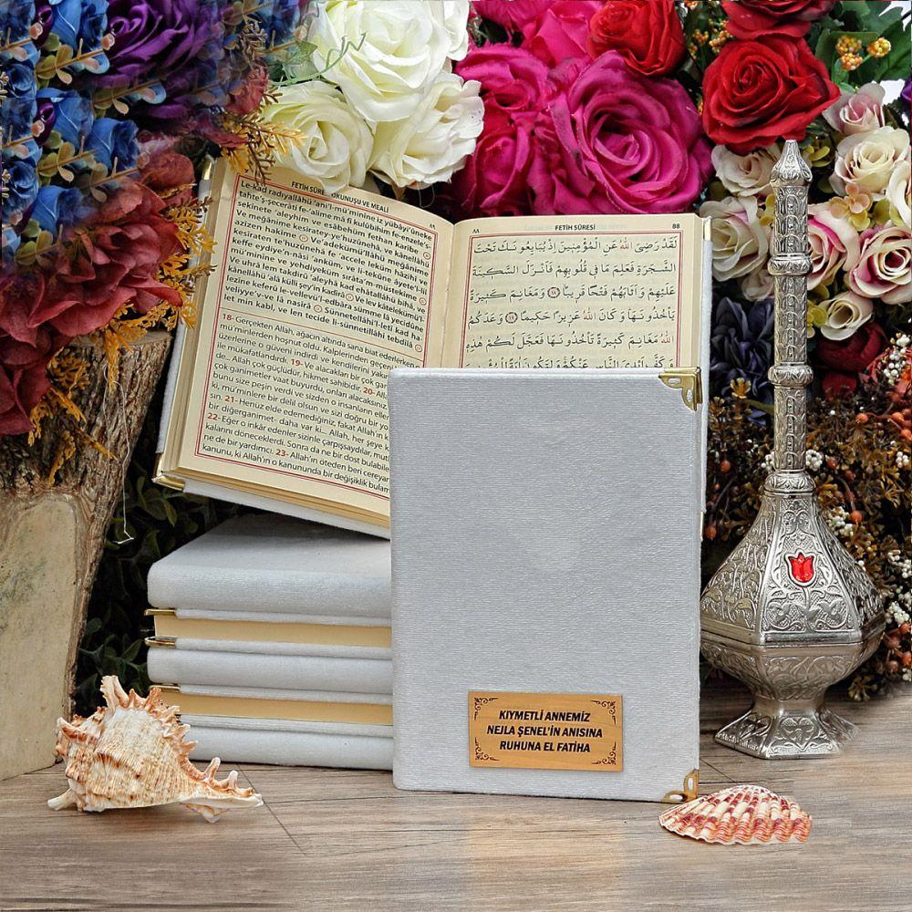 <span>Çanta Boy 128 Sayfa İsim Baskılı Kadife Kaplı Yasin Kitabı Beyaz</span>