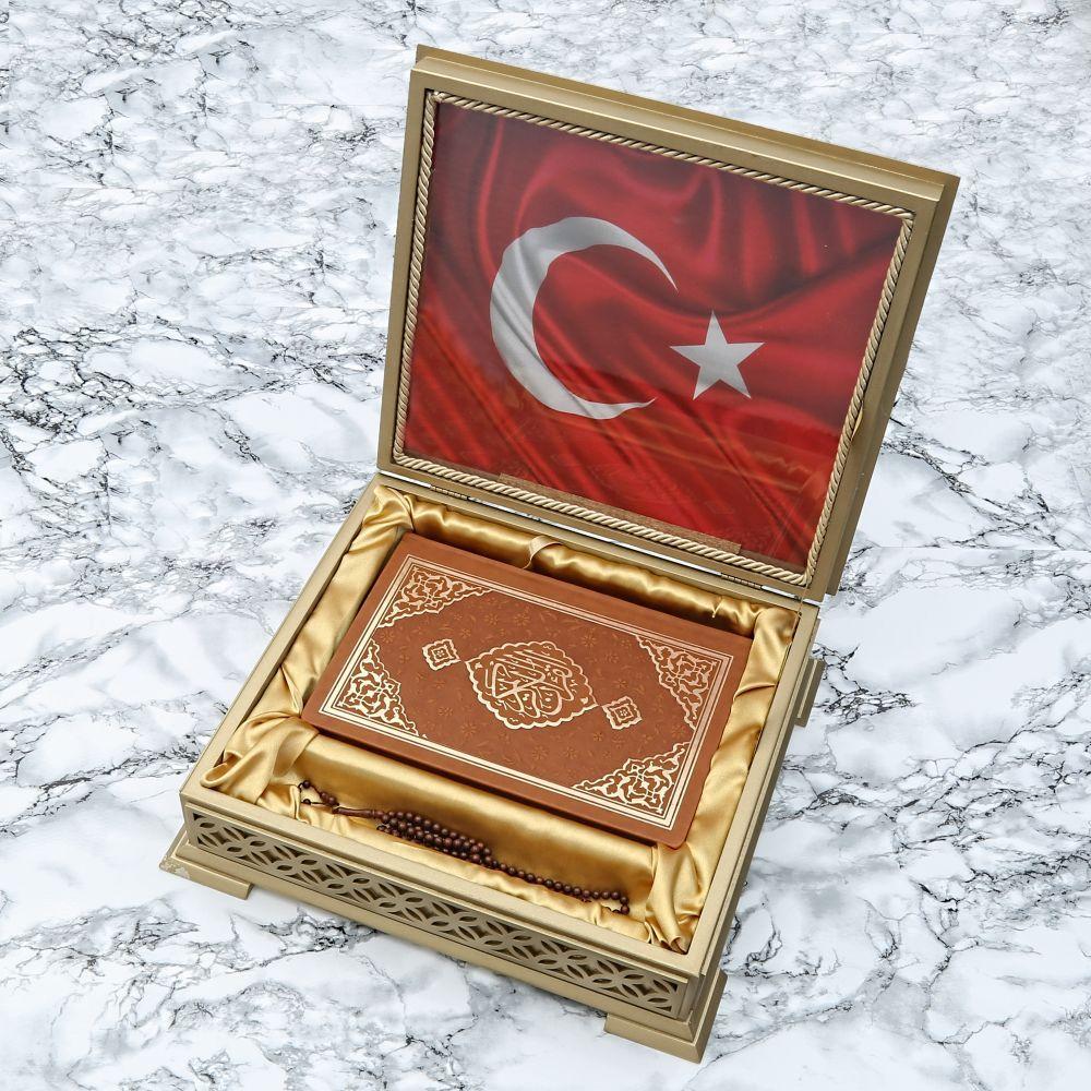 <span>Türk Bayraklı Ahşap Kutulu Kuran-ı Kerim Tesbih Seti</span>